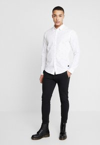 Scotch & Soda - REGULAR FIT CLASSIC ALL-OVER PRINTED SHIRT - Camisa - combo - 1