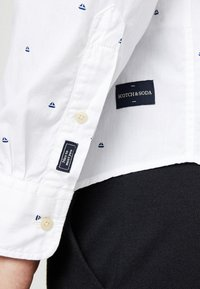Scotch & Soda - REGULAR FIT CLASSIC ALL-OVER PRINTED SHIRT - Camisa - combo - 5