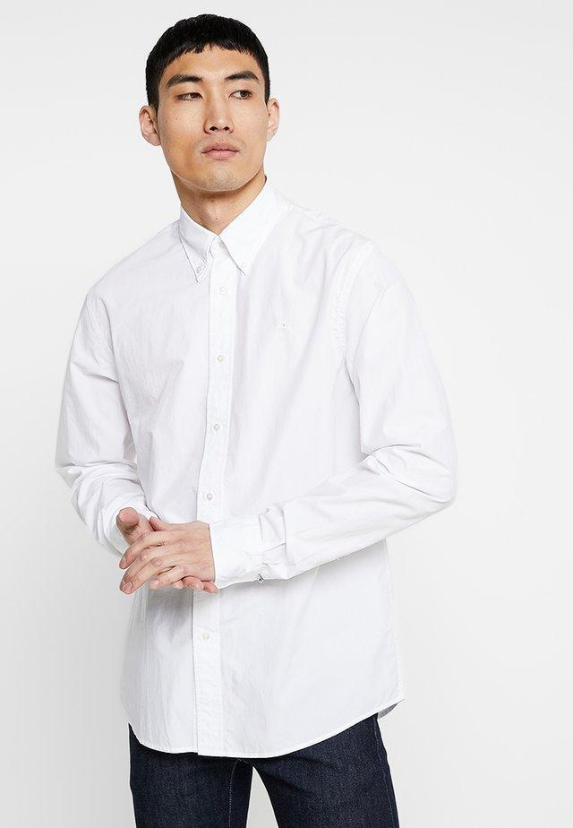 CRISPY REGULAR FIT BUTTON DOWN COLLAR - Koszula - white