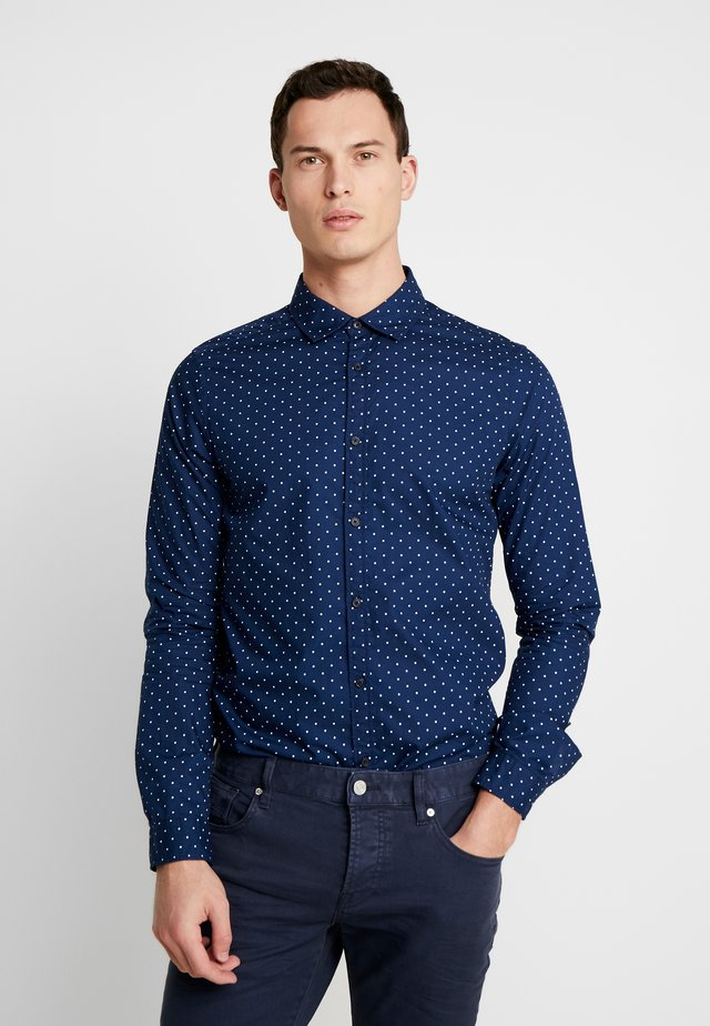 BLAUW LIGHT WEIGHT SHIRT WITH PRINTS - Vapaa-ajan kauluspaita - dark blue/white