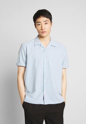 HAWAII FIT SHORTSLEEVE - Shirt - light blue