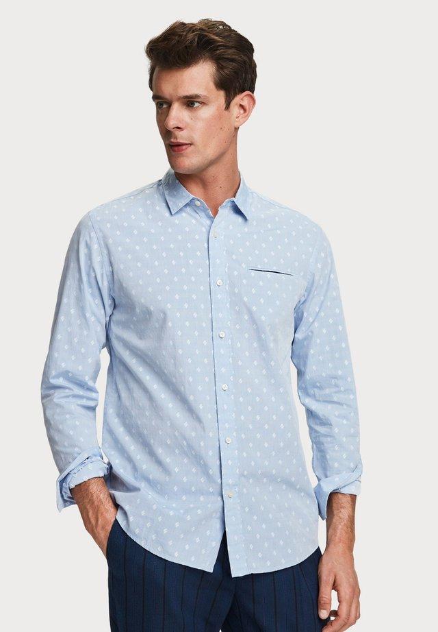 CHIC POCHET - Overhemd -  light blue