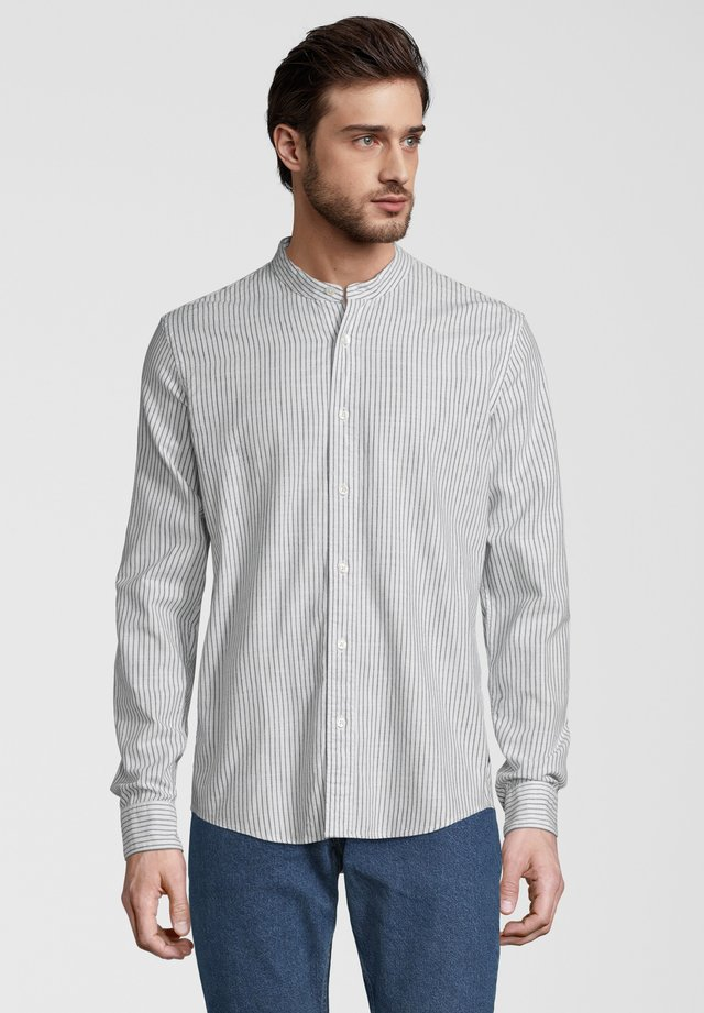 REGULAR FIT HEMD IM STREIFENDESIGN - Overhemd - white