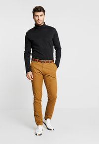 Scotch & Soda - MOTT CLASSIC - Chino kalhoty - walnut - 1