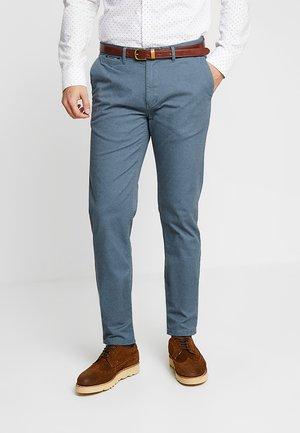MOTT CLASSIC - Chino kalhoty - blue steel