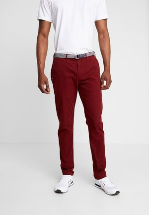STUART WITH BELT IN STRETCH - Chino - red