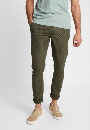 MOTT CLASSIC - Pantalones chinos - dark green