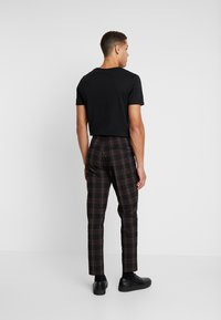 Scotch & Soda - SEASONAL FIT CHIC PARTY IN DYED CHECK PATTERN - Pantalones - black - 2