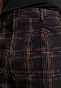 Scotch & Soda - SEASONAL FIT CHIC PARTY IN DYED CHECK PATTERN - Pantalones - black - 3
