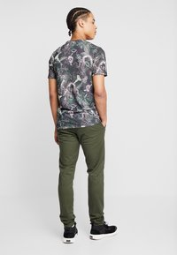 Scotch & Soda - MOTT CLASSIC SLIM FIT - Chinot - military - 2