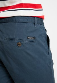 Scotch & Soda - STUART CLASSIC SLIM FIT - Chinot - petrol - 5