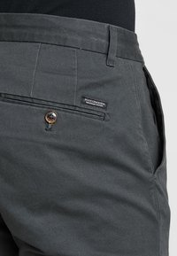 Scotch & Soda - STUART CLASSIC SLIM FIT - Chino kalhoty - charcoal - 3