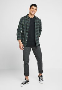 Scotch & Soda - STUART CLASSIC SLIM FIT - Chino kalhoty - charcoal