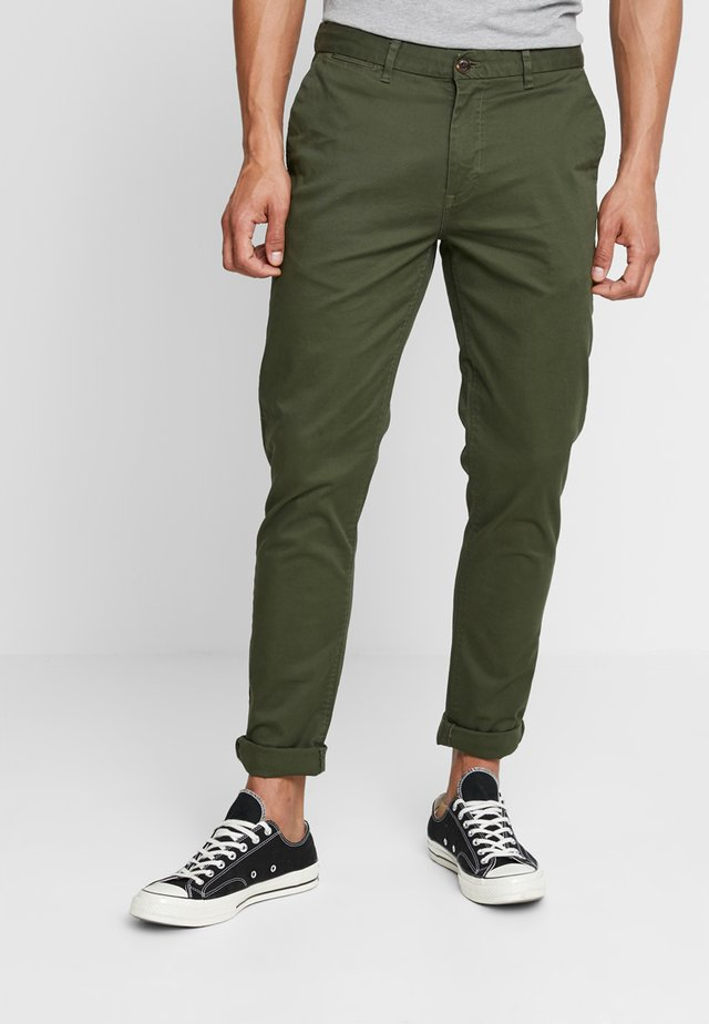 STUART CLASSIC SLIM FIT - Chino - military