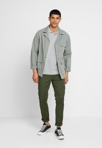 Scotch & Soda - STUART CLASSIC SLIM FIT - Chino - military - 1