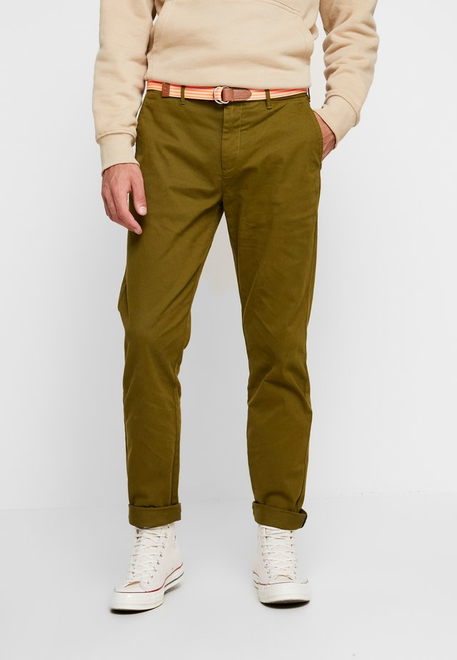 STRETCH STUART WITH BELT - Broek - military green