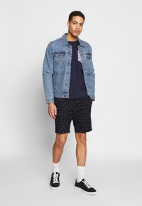 Scotch & Soda - STRUCTURED WITH MINI ALL OVER  - Shorts - combo - 1