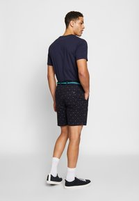 Scotch & Soda - STRUCTURED WITH MINI ALL OVER  - Shorts - combo - 2