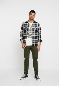 Scotch & Soda - Slim fit jeans - military green - 1