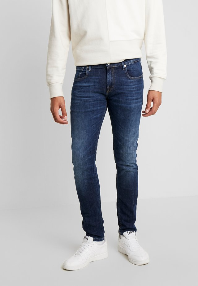 TYE - Jeans Tapered Fit - icon blauw