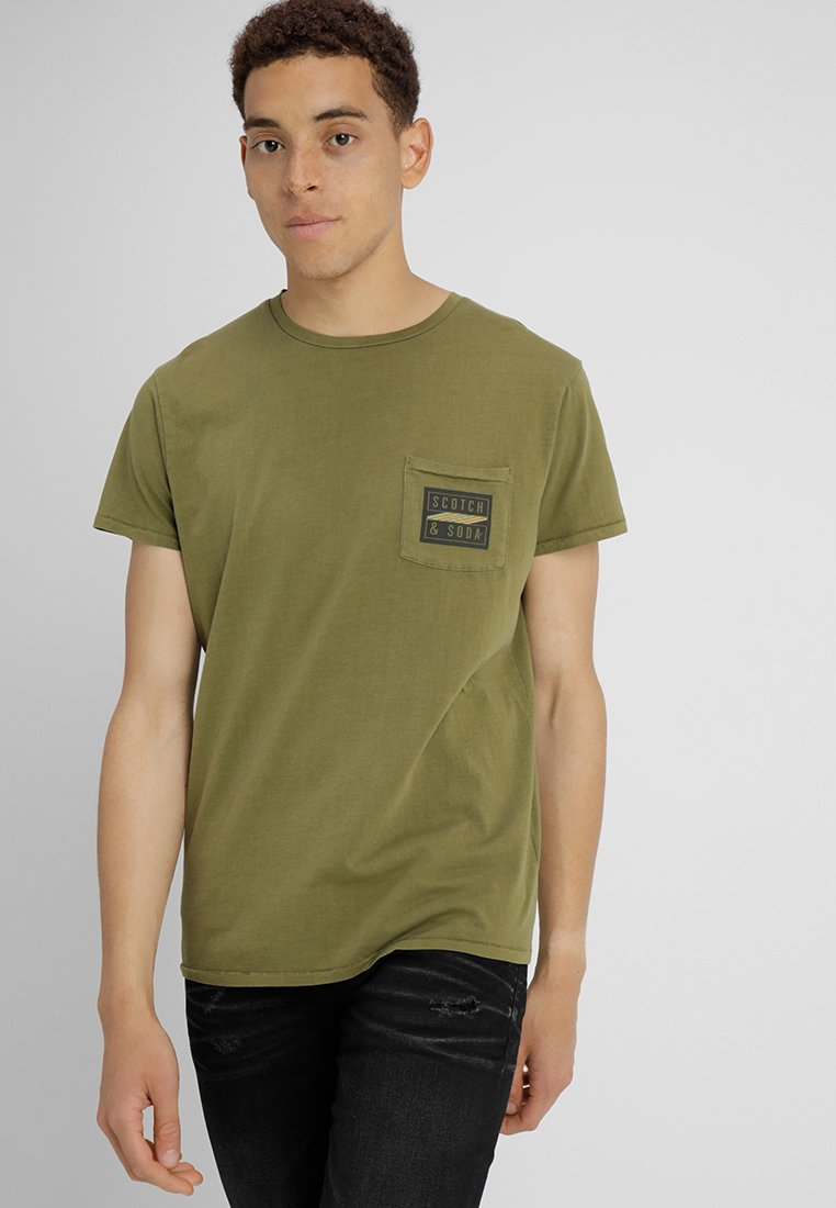 Scotch & Soda - GARMENT DYED TEE WITH CHEST POCKET - T-Shirt print - military