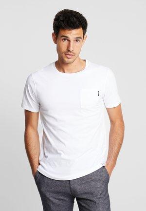 POCKET TEE - Camiseta básica - white