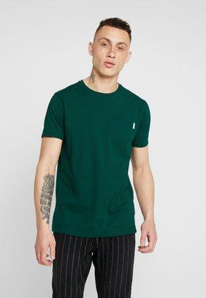 POCKET TEE - T-shirts basic - green dream