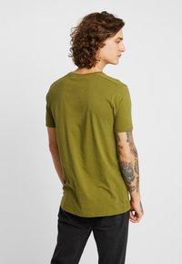 Scotch & Soda - POCKET TEE - T-shirt basic - military green - 2