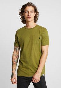 Scotch & Soda - POCKET TEE - T-shirt basic - military green - 0