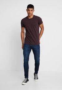 Scotch & Soda - STRIPED TEE  - T-shirt print - dark blue - 1