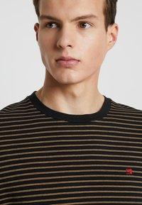 Scotch & Soda - CLASSIC CREWNECK TEE - T-shirt con stampa - black - 3