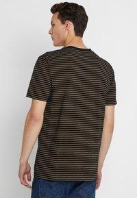 Scotch & Soda - CLASSIC CREWNECK TEE - T-shirt con stampa - black - 2