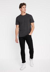 Scotch & Soda - CLASSIC CREWNECK TEE - Print T-shirt - black - 1