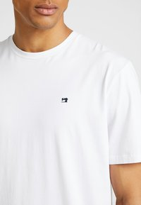 Scotch & Soda - CREW NECK TEE - T-shirt basic - white - 4