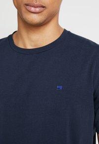Scotch & Soda - CREW NECK TEE - T-Shirt basic - navy - 4