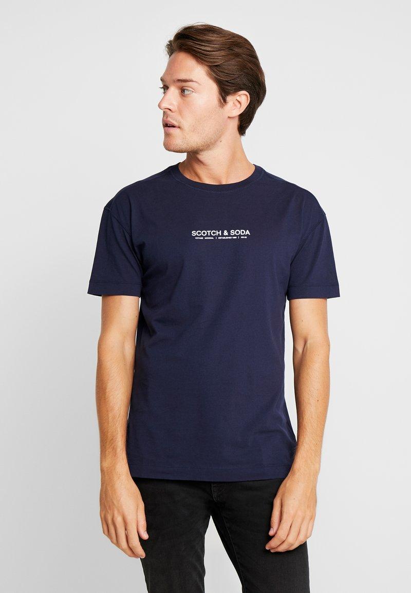 Scotch & Soda - ORGANIC CREWNECK TEE  - Print T-shirt - navy