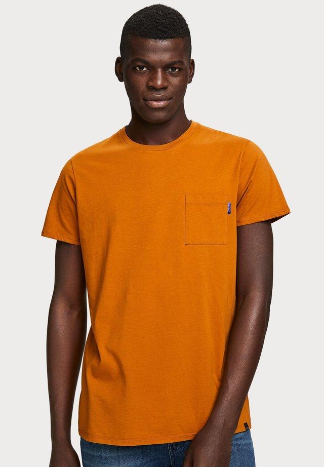 CLASSIC POCKET TEE - Basic T-shirt - orange
