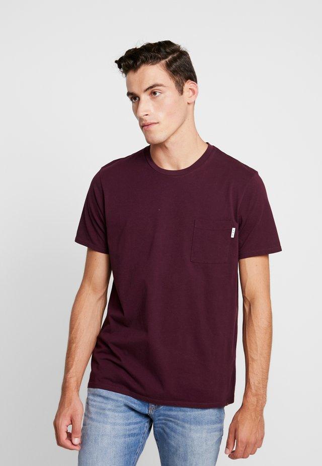CLASSIC POCKET TEE - T-shirt basic - enamel purple
