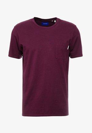 CLASSIC POCKET TEE - Jednoduché triko - enamel purple