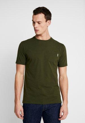 CLASSIC POCKET TEE - Jednoduché triko - military green