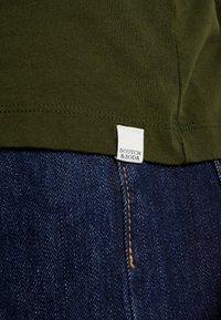 Scotch & Soda - CLASSIC POCKET TEE - T-shirt basic - military green - 6