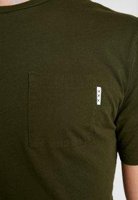 Scotch & Soda - CLASSIC POCKET TEE - T-shirt basic - military green - 3