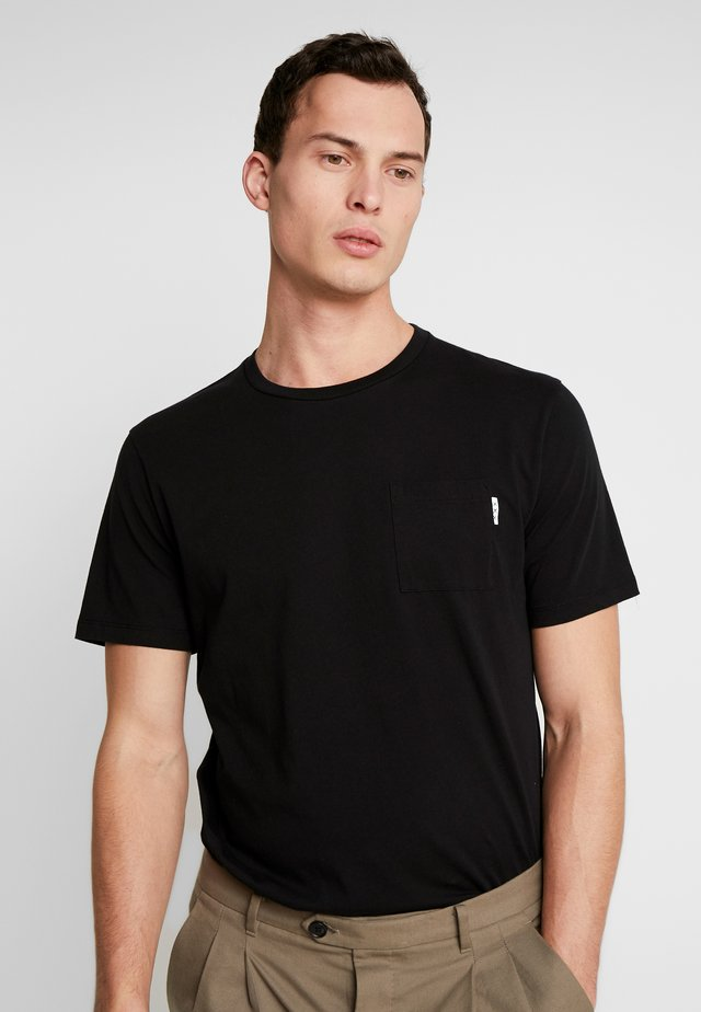 CLASSIC POCKET TEE - T-shirts - black