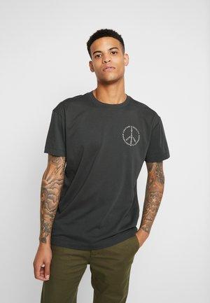 CREWNECK TEE WITH CLEAN LOGO ARTWORK - T-shirt print - army