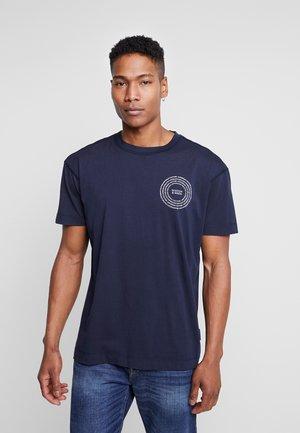 CREWNECK TEE WITH CLEAN LOGO ARTWORK - T-shirts print - night