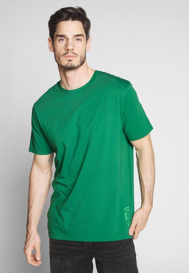 CLASSIC CREWNECK TEE - Basic T-shirt - fern