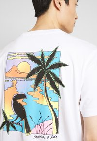 Scotch & Soda - SUMMER ARTWORK TEE WITH CHEST EMBROIDERY - Triko s potiskem - off white - 5