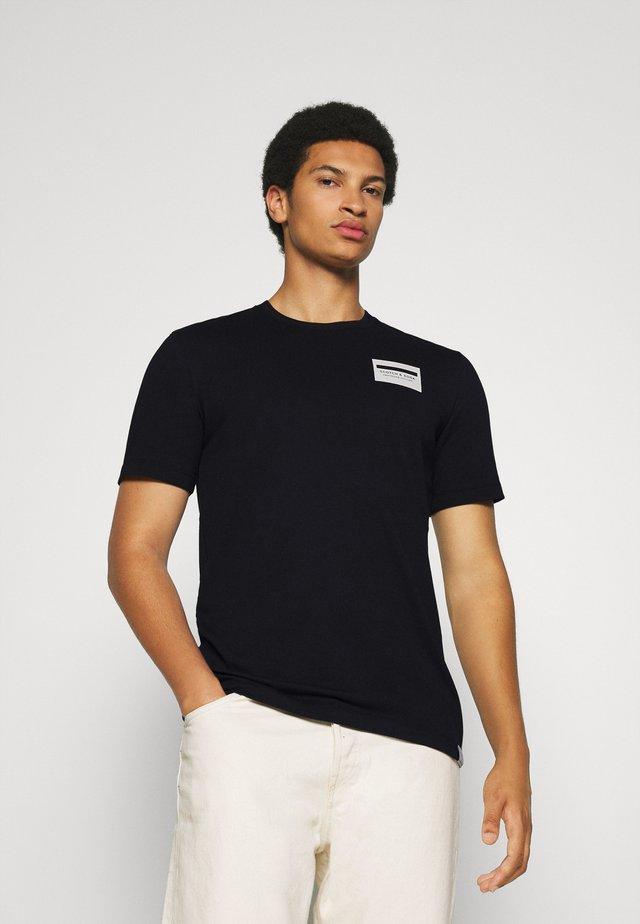 SOPHISTICATED ARTWORK TEE - T-Shirt print - black
