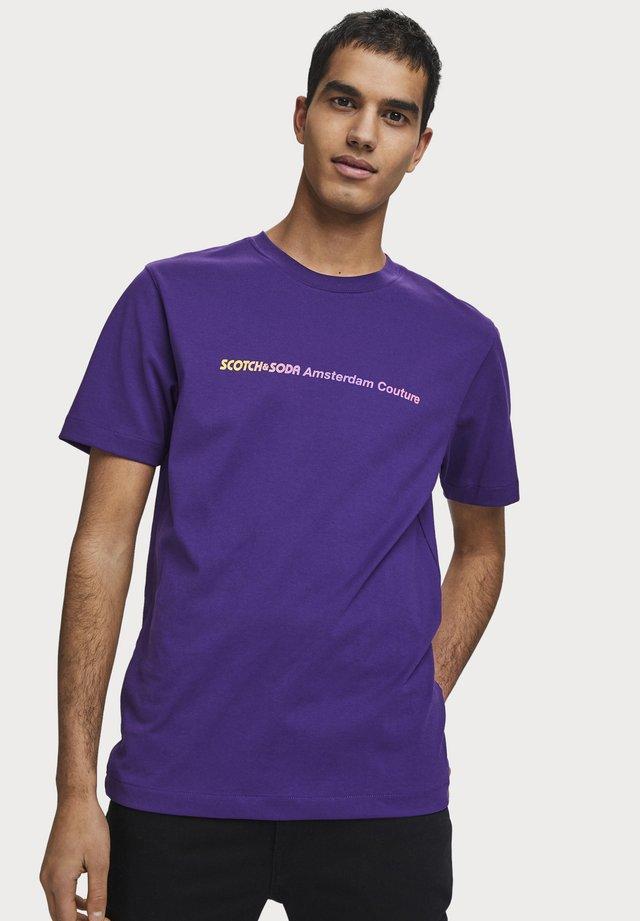 GRADIENT - T-shirt print - varsity purple