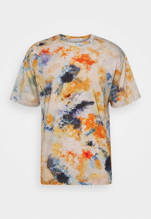 CREWNECK TEE - T-Shirt print - sand
